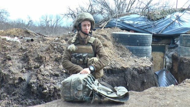 """Невероятная украинка вытаскивает военных из-под пуль: """"Ничего не боюсь"""""""