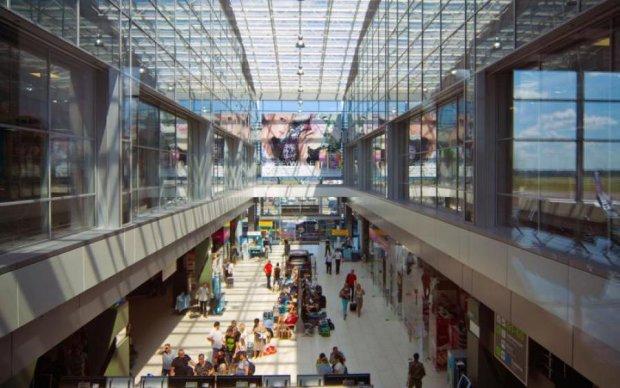 Розлючені туристи мало не рознесли київський аеропорт
