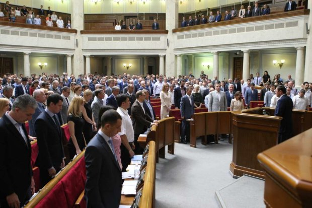 Депутаты бессовестно прогуляли работу в декабре: список злостных лентяев