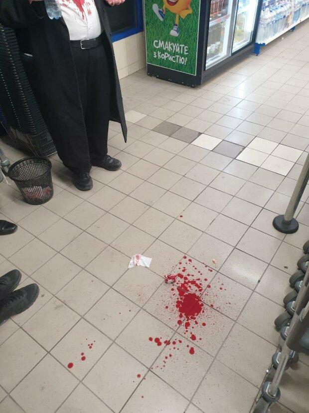 кров на підлозі, фото jewishnews
