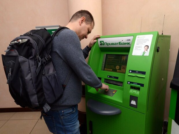 Як захистити себе від шахраїв: ці правила врятують ваші гроші на картці