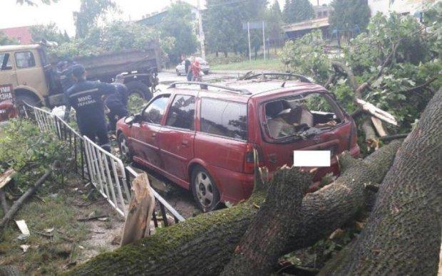 Біблійний потоп в Києві: негода накоїла лиха та вбила жінку