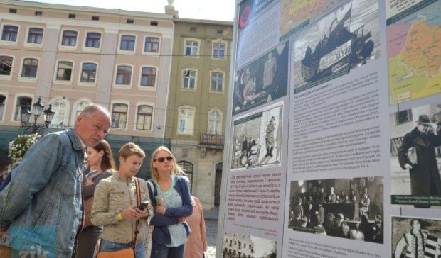 Просто неба у Львові розпочалася виставка «Українська Друга світова»