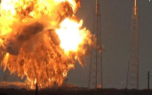 Запуск Falcon 9 закончился аварией: видео