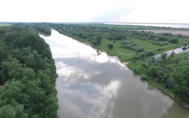 В Украине задержали подозрительный румынский катер