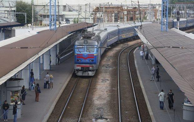 Укрзализныця взвинтила стоимость проезда, суммы взяла из параллельной реальности