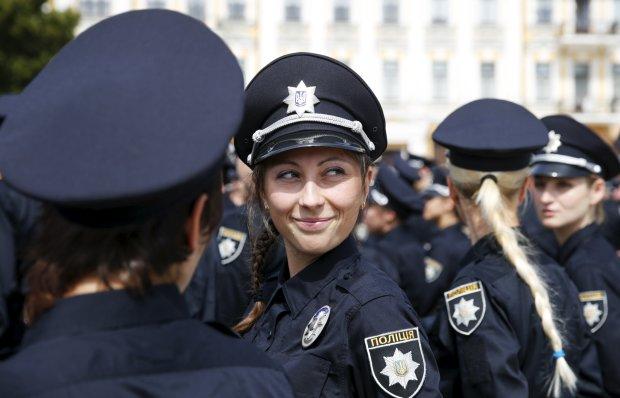 Кусаю - на два роки сідаю: дівчина спробувала поліцейську на смак і жорстоко поплатилася
