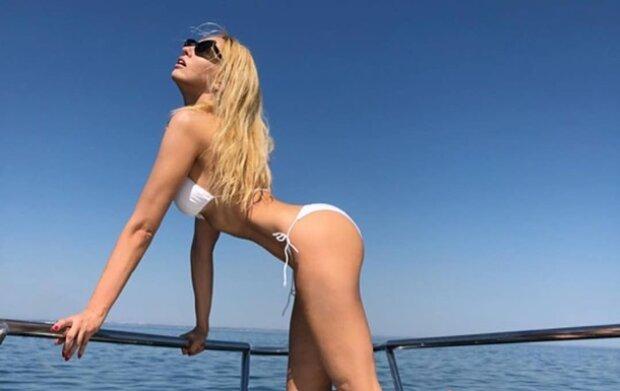 Оля Полякова з подружкою змусили турків ковтати слинки на пляжі