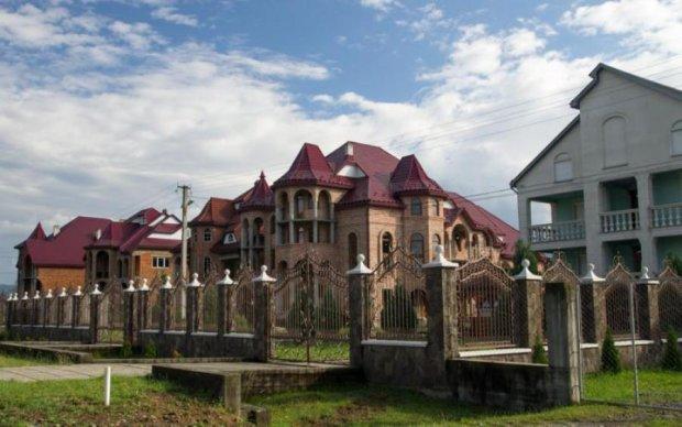 Самое роскошное село Украины: жители рассказали, на чем сколотили состояние
