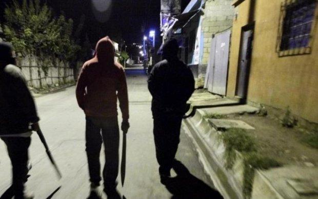 Добивали молотками: полиция обнародовала фото нападавших на ветерана АТО