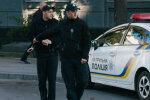 """Просто на глазах у прохожих: пьяная девушка показала полицейским свой """"запретный плод"""", фото"""