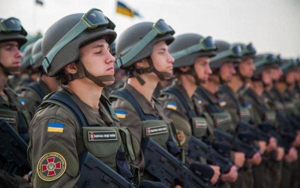 Цвіль і дірява стеля: у мережу злили фото казарм Нацгвардії в Києві