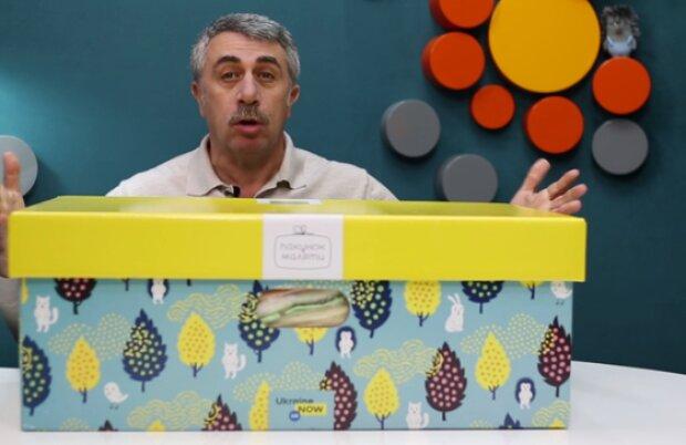 Непридатні підгузники і занадто м'які матрасики — Комаровський розібрав українські бебі-бокси