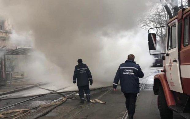 У салоні було нічим дихати: в Одесі переповнений трамвай загорівся на ходу