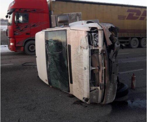 Массовое ДТП на Харьковщине с десятками пассажиров ошеломило Украину: перевернулся на скорости