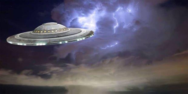 """""""Живилися енергією від удару блискавки"""": інопланетний корабель випадково потрапив на відео, на цей раз все серйозно"""
