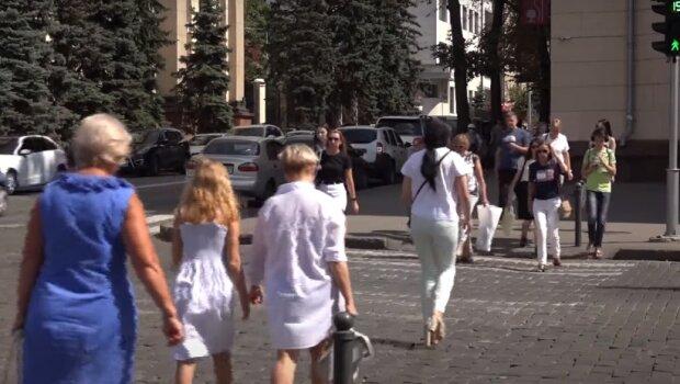 Уряд Зеленського введе нові штрафи, хворих українців каратимуть гривнею