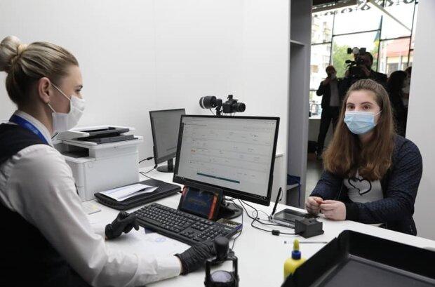 В Украине запустили услугу ID-14 для подростков