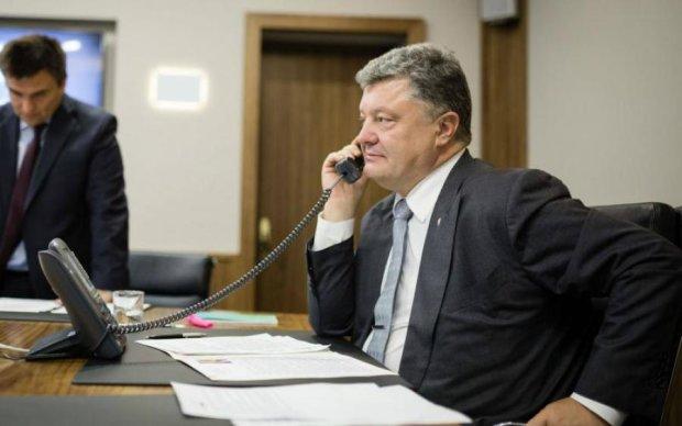 Помпео выслушал поздравления, благодарность и просьбы от Порошенко
