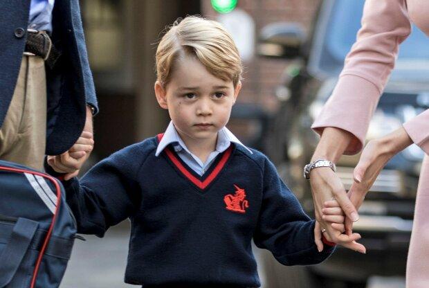 """Принц Джордж намагався влаштувати бедлам у королівському замку: татко Вільям """"підскочив"""" вчасно"""