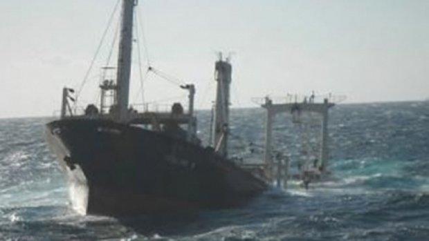 В Охотському морі припинено пошуки моряків затонулого траулера