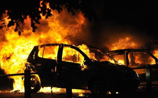 Под Николаевом иностранцы вытащили семью из горящего автомобиля: была дорога каждая секунда
