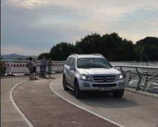 """авто посягнуло на """"мост Кличко"""""""