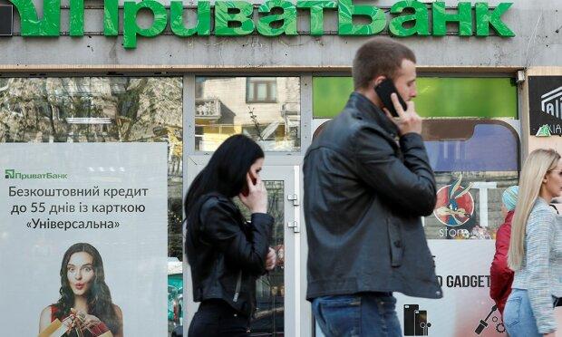 ПриватБанк объяснил пропажу денег с карты клиентов и отказ в обслуживании