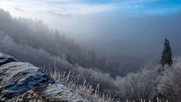 В Карпатах ударили первые морозы, самое время становиться на лыжи: о чем предупреждают спасатели