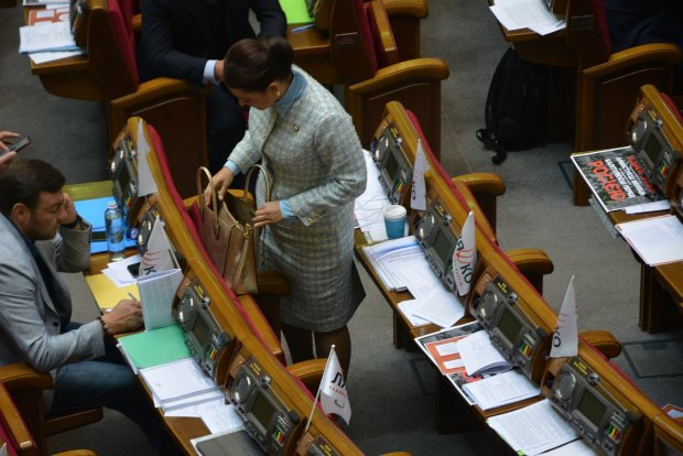 Сумка напоказ: депутатши  специально покупают дешевые аксессуары, чтобы не бесить украинцев