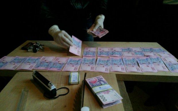 В Киеве двух начальников уголовного розыска поймали на взятке