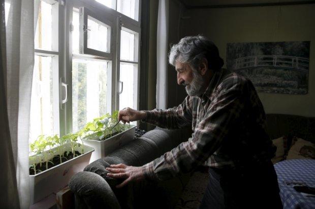 пенсионер ждет весну