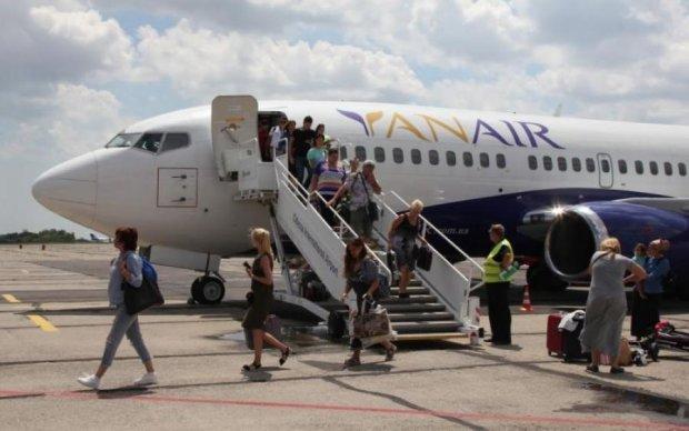 """""""Неисправный"""" самолет все же вылетел из Одессы, но не весь"""