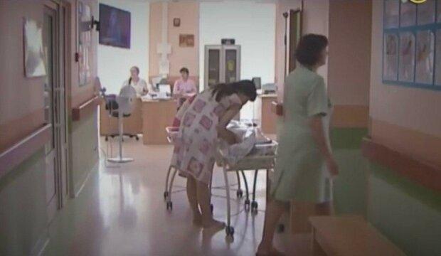 """У Дніпрі мати покинула 10-місячного малюка з """"діркою"""" в серці — волонтери благають про допомогу, на рахунку кожна гривня"""