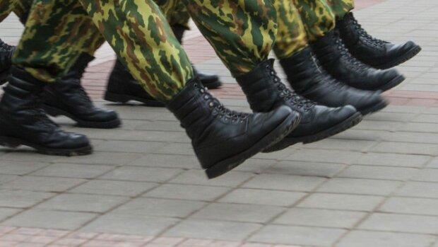 З горщика – на плац: під Києвом п'ятирічний малюк отримав повістку в армію