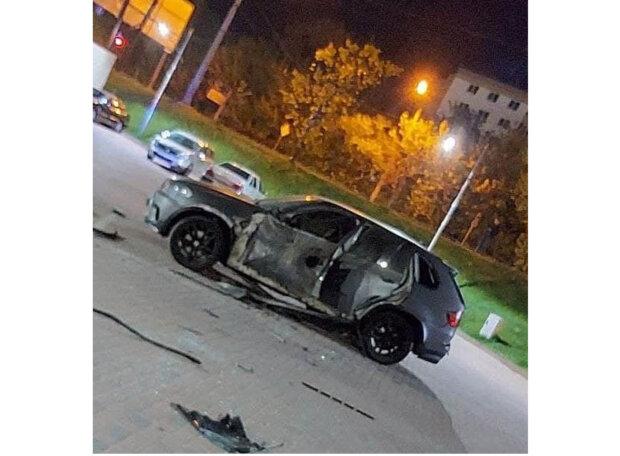 """Машину франковчанина расстреляли из гранатомета: """"Привет из 90-х"""""""