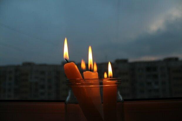 В Днепре вырубят свет, срочно заряжайте телефоны: кому придется ужинать при свечах