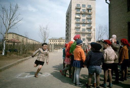 """От него пахнет спиртным и сигаретами: фото со """"вкусом детства СССР"""" вызвало резонанс в сети"""