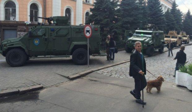 На травневі до Одеси стягують спецназ та військову техніку