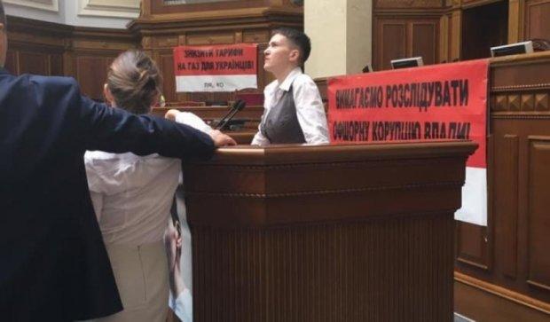 Савченко прийшла до Верховної ради босоніж