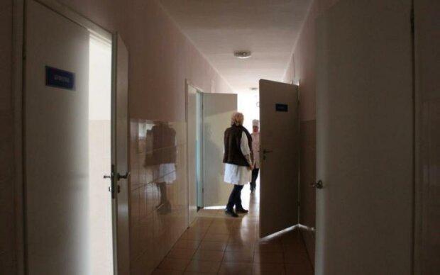 Двери в больнице станут чище Мойдодыра