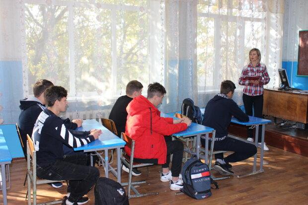 Заняття в школі, фото: сайт ПФУ