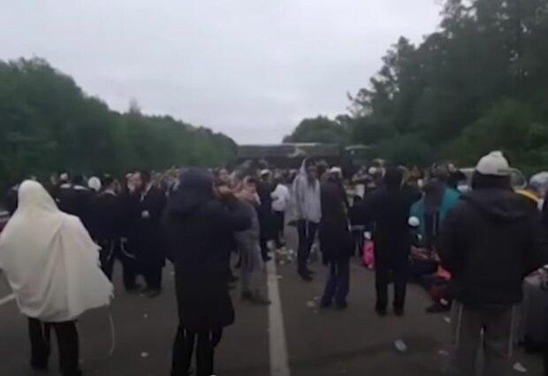 Хасиди на кордоні, скріншот: YouTube