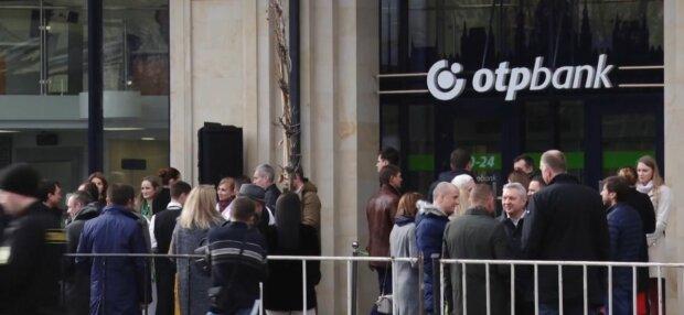 Популярный банк снял с карт запорожцев сотни тысяч гривен – две минуты, и вы нищий