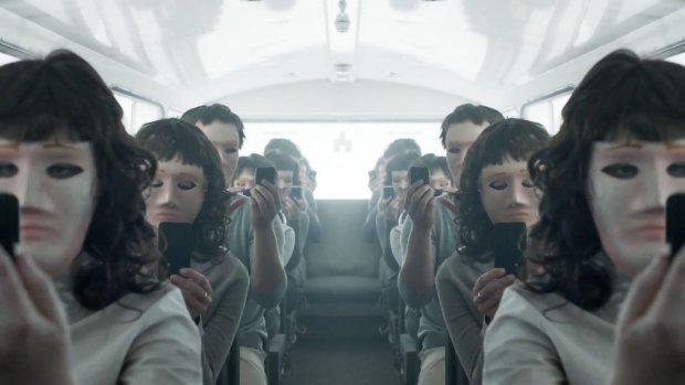 Зловещий трейлер к фильму'Черное Зеркало Бармаглот уже в сети