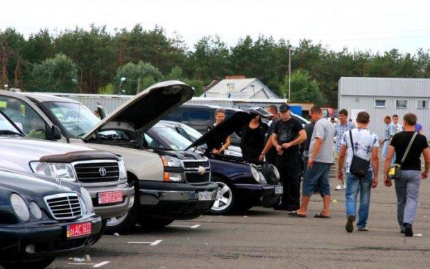 За безцінь: розкрито схему використання та продажу авто на єврономерах