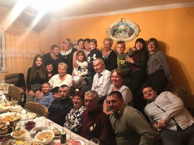 """Львівська довгожителька відсвяткувала столітній ювілей та вразила життєлюбством - """"На здоров'я не скаржуся"""""""