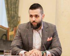 Максим Нефьодов, Кордон