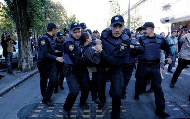 Массовые беспорядки в Киеве: людей пакуют пачками