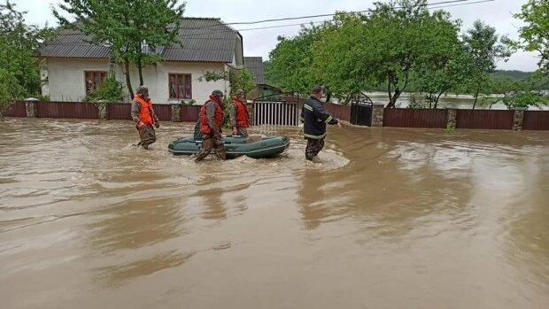 Прикарпатье снова затопит, спасатели бьют тревогу — реки выйдут из берегов